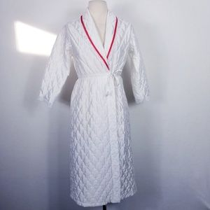 1980s Robes Unlimited White Quilted Poly Robe